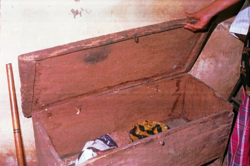 Box Culture : Material culture in the iheukwumere house